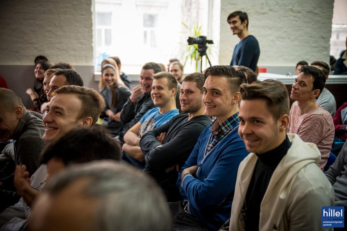 Статьи: Как я устроился на работу в самый успешный стартап страны. Счастливые участники программы Hillel Evo во время презентации рабочих прототипов