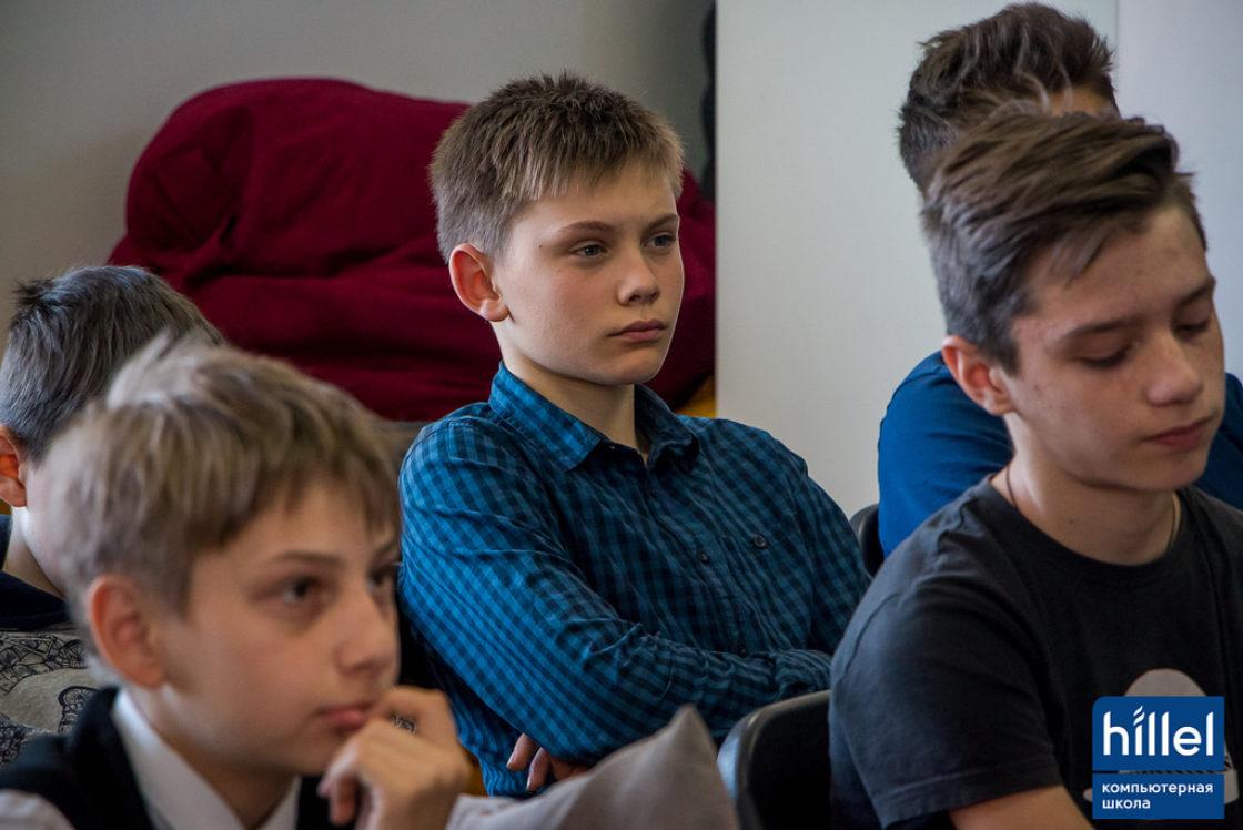 Статьи: 7 причин, почему стоит отдать своего ребенка в IT-школу. Вовлекаясь в мир IT, ребенок учится видеть на уровень глубже