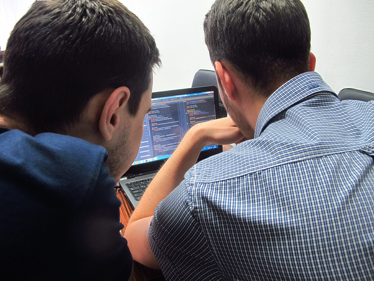 Новости школы: Презентация прототипа программы Hillel Evo в Днепре. Участник программы в процессе работы над проектом