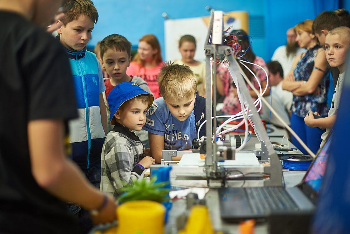 Интервью: Глава Noosphere Михаил Рябоконь: «Украинцы очень трудолюбивые и талантливые — мы еще услышим имена новых инженеров и изобретателей». BestRoboFest — фестиваль робототехники и электроники