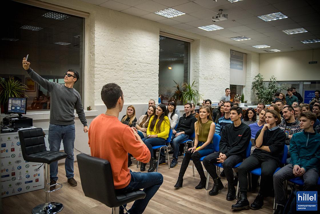 Новости школы: Одессу охватила всемирная линзомания от Looksery. Встреча в Компьютерной школе Hillel. Очки Spectacles — новый стильный гаджет от Снапчат