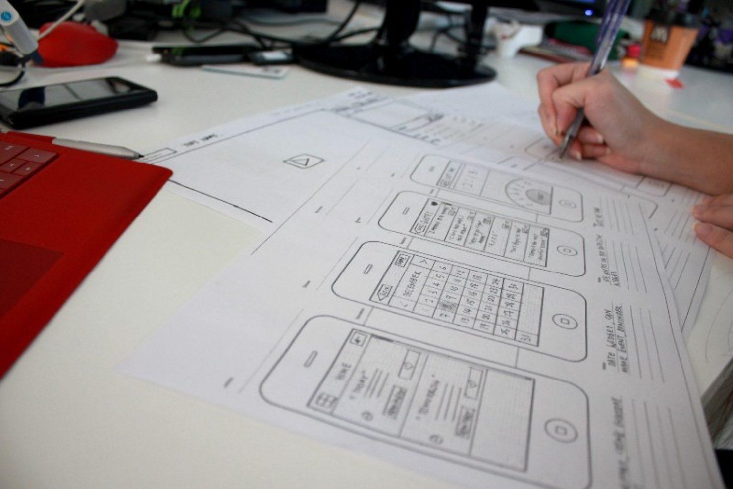 Статьи: UX vs UI vs IA vs IxD: что означают эти аббревиатуры?. Если ваш сайт или приложение окажутся для пользователя сложными, скорее всего, они разочаруются и перейдут на что-то другое