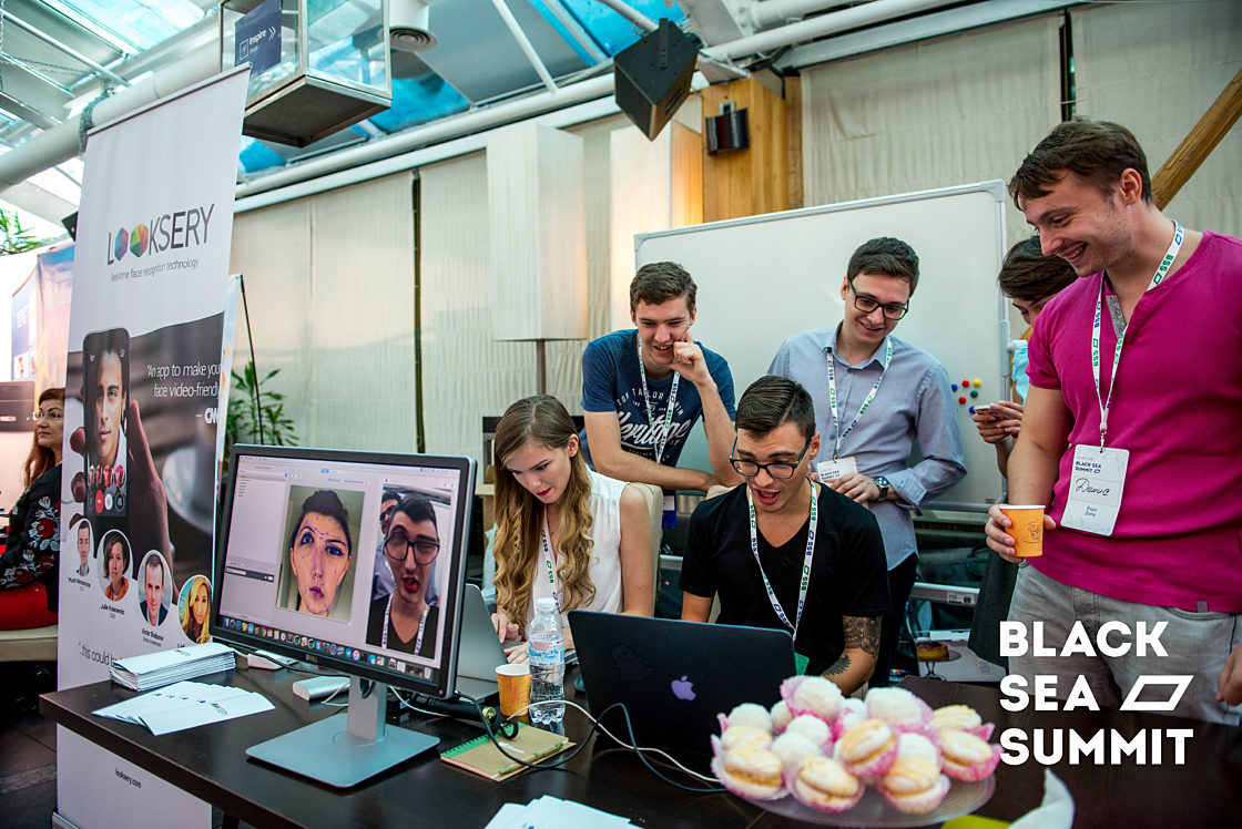 Новости школы: На инновационной ноте. Рекорды конференции Black Sea SummIT 2016. Новые фильтры от Looksery в действии