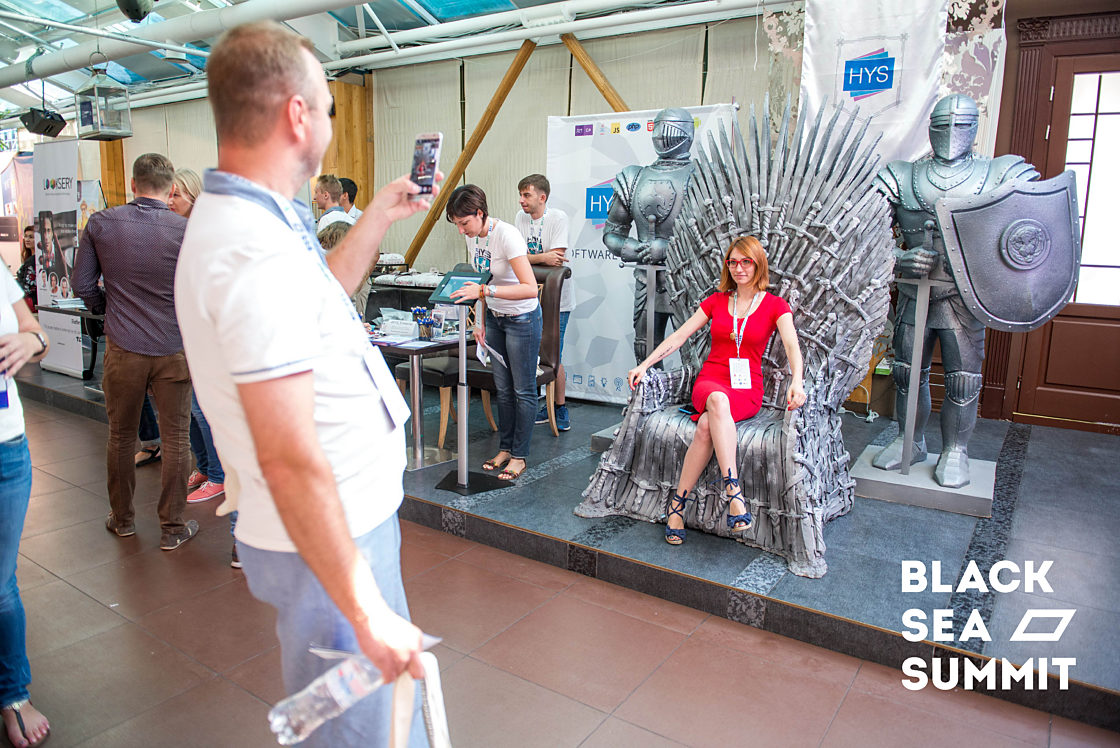 Новости школы: На инновационной ноте. Рекорды конференции Black Sea SummIT 2016. Трон из сериала «Игра престолов» от HYS Enterprise