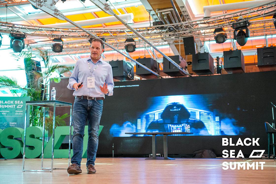 Новости школы: На инновационной ноте. Рекорды конференции Black Sea SummIT 2016. Патрик Крамер на сцене Inspire stage