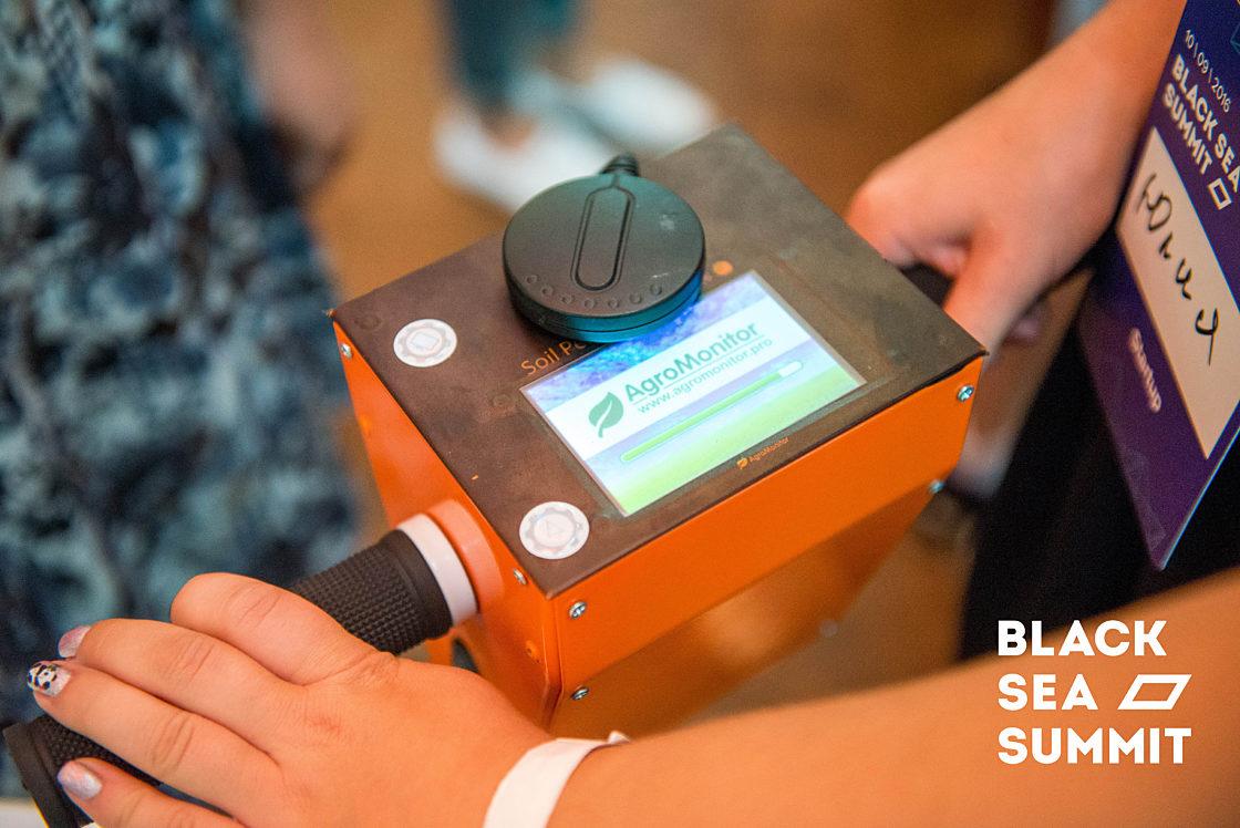 Новости школы: На инновационной ноте. Рекорды конференции Black Sea SummIT 2016. Пульт управления гаджетом AgroMonitor