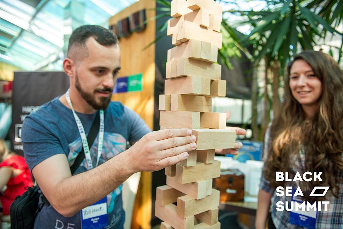 Новости школы: На инновационной ноте. Рекорды конференции Black Sea SummIT 2016. Дженга-челлендж от Lohika