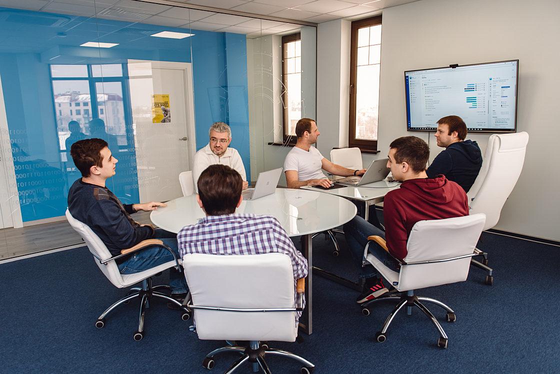 Интервью: Генеральный директор HYS Enterprise Юрий Варчинский: «Мы собрали команду, которой можно гордиться». Рано или поздно при наличии желания и усердном труде любой интерн станет опытным senior-специалистом
