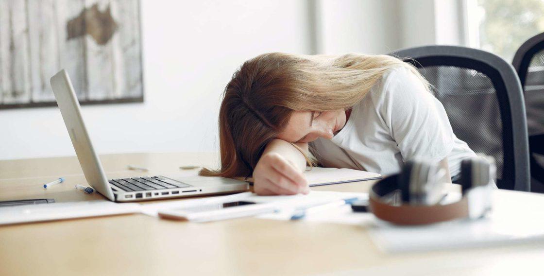 Статьи: Как сон влияет на эффективность. Если не высыпаться в течение всей рабочей недели, то к пятнице продуктивность значительно снизится