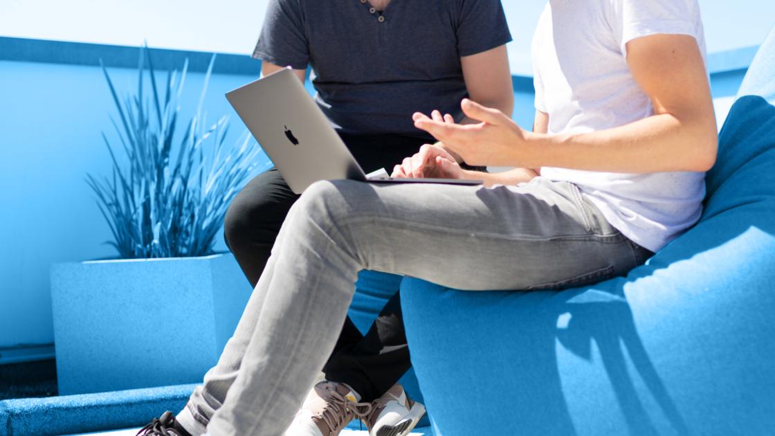 Статьи: Как стать дизайнером-джуном. Работая дизайнером-джуном в студии или агентстве, вы будете участвовать в создании стратегии и креативном решении проблем