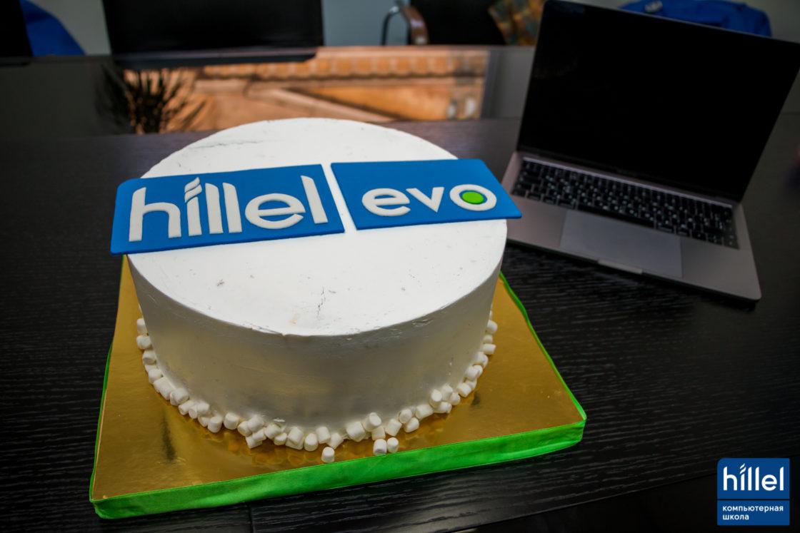 Новости школы: Презентация рабочих прототипов проектов в рамках второго цикла программы Hillel Evo в Одессе. Праздничный торт в честь завершения второго цикла программы