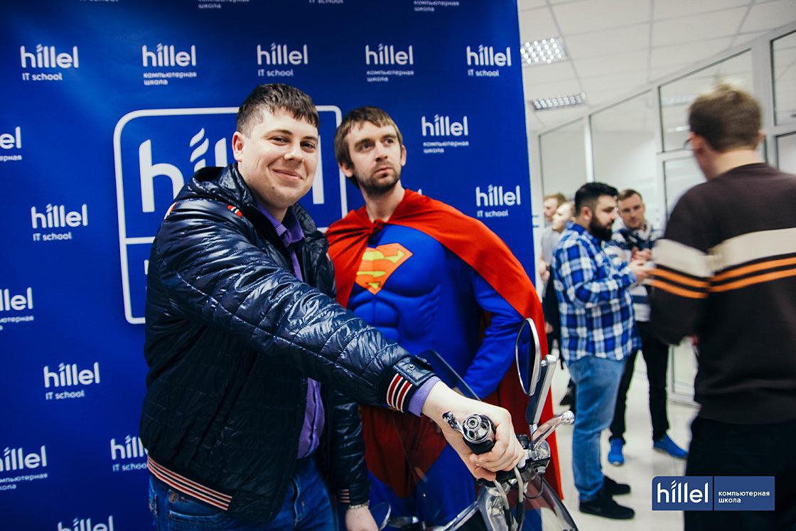 Новости школы: Компьютерная школа Hillel теперь и в Харькове. Superman подарил гостям встречи