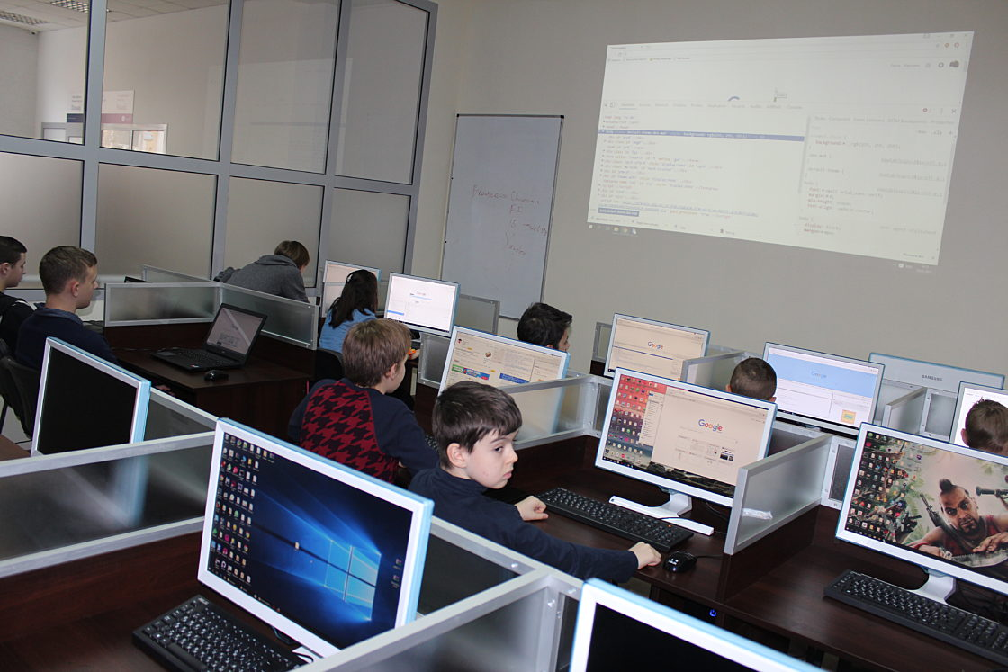Новости школы: Детский день в Компьютерной школе Hillel 4 февраля. Дети в процессе создания сайта