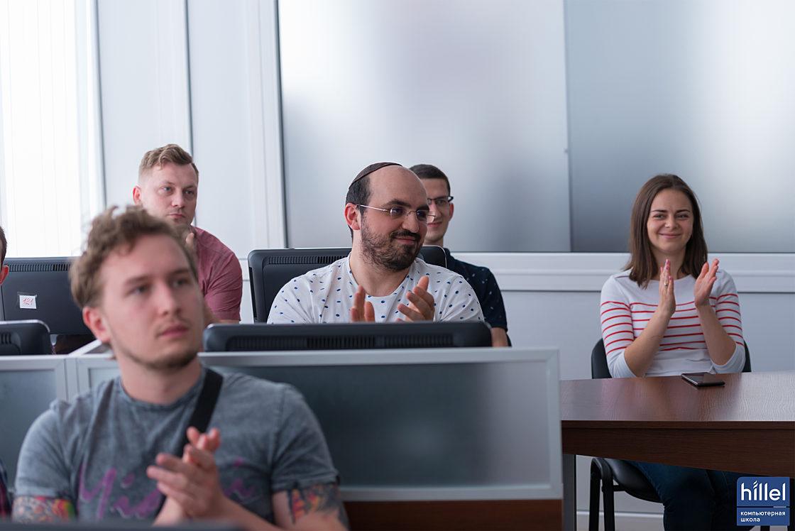 Новости школы: Презентация рабочих прототипов программы Hillel Evo в Днепре. Зрители в зале активно задавали вопросы