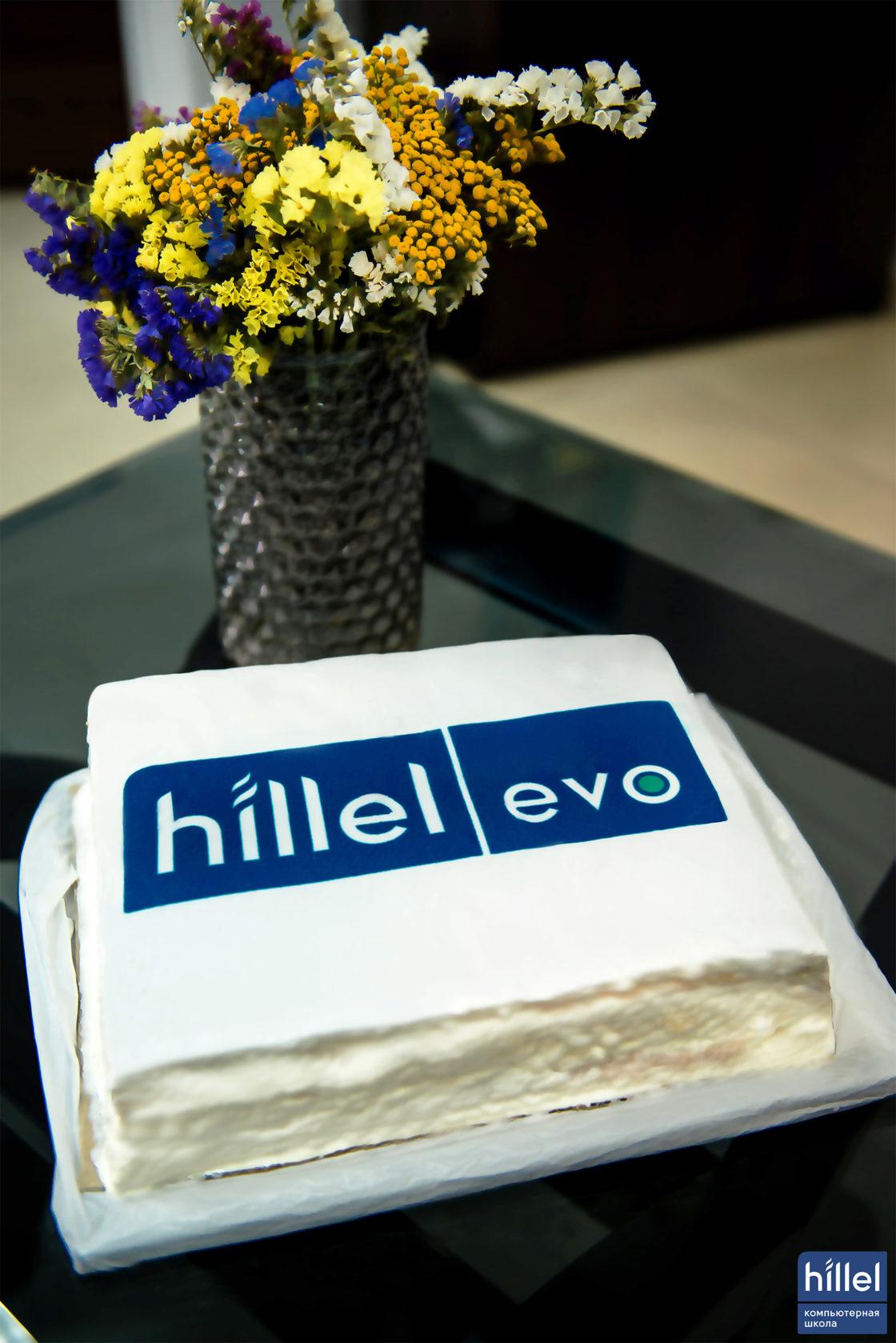 Новости школы: Презентация рабочих прототипов программы Hillel Evo в Днепре. Праздничный торт