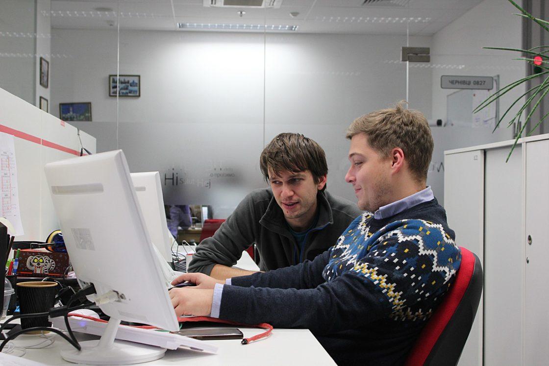 інтерв'ю:Лідер Big Data Team Vodafone Володимир Рибалко: «Ми першими з операторів створили Big Data Lab — майданчик для вивчення великих даних». У молодих фахівців «горять очі», є велике бажання вчитися новому, експериментувати.