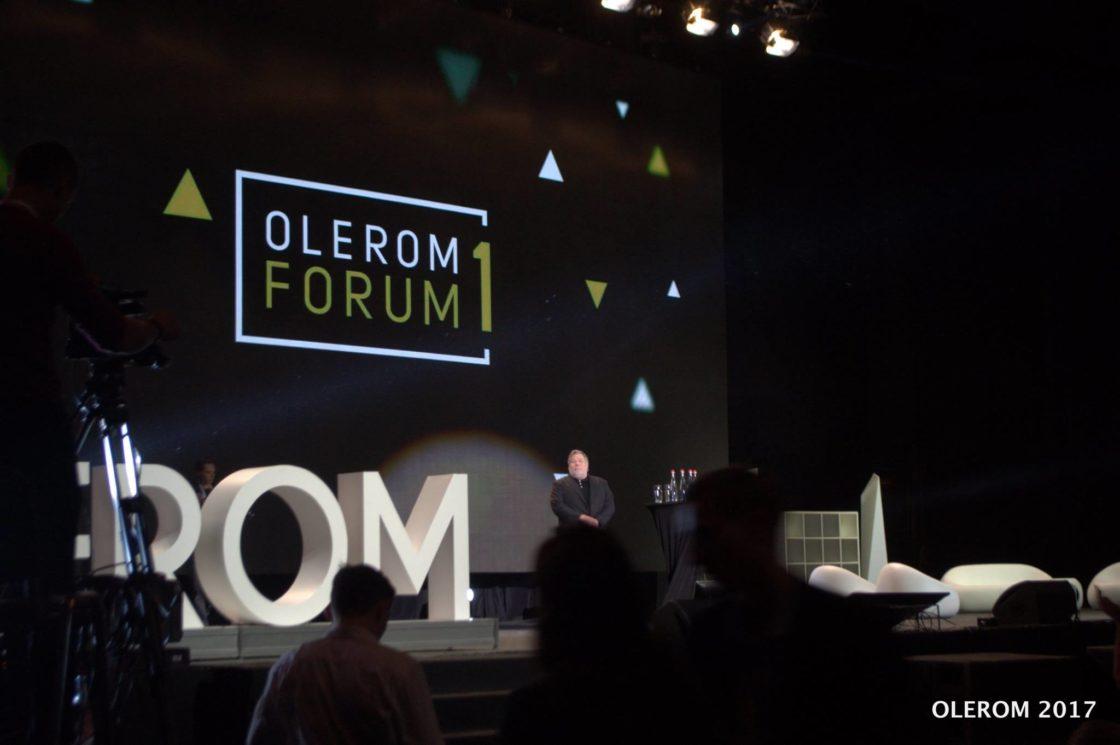 Статьи: Olerom Forum 1. Главное бизнес-событие года глазами волонтера.. Хедлайнер форума — один из основателей компании Apple Стив Возняк
