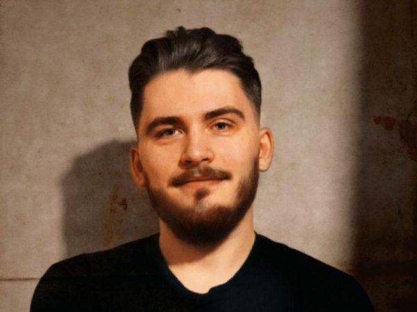 Денис Золотов